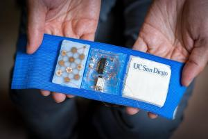 Технології У США створили портативний кондиціонер, що надягається на руку новина сша у світі