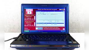 Життя Ноутбук із небезпечними вірусами продали на аукціоні за 1,3 мільйона доларів, як арт-об'єкт Вірус мистецтво новина