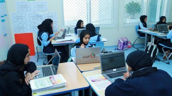 У школах ОАЕ штучний інтелект визначає сильні та слабкі сторони учня