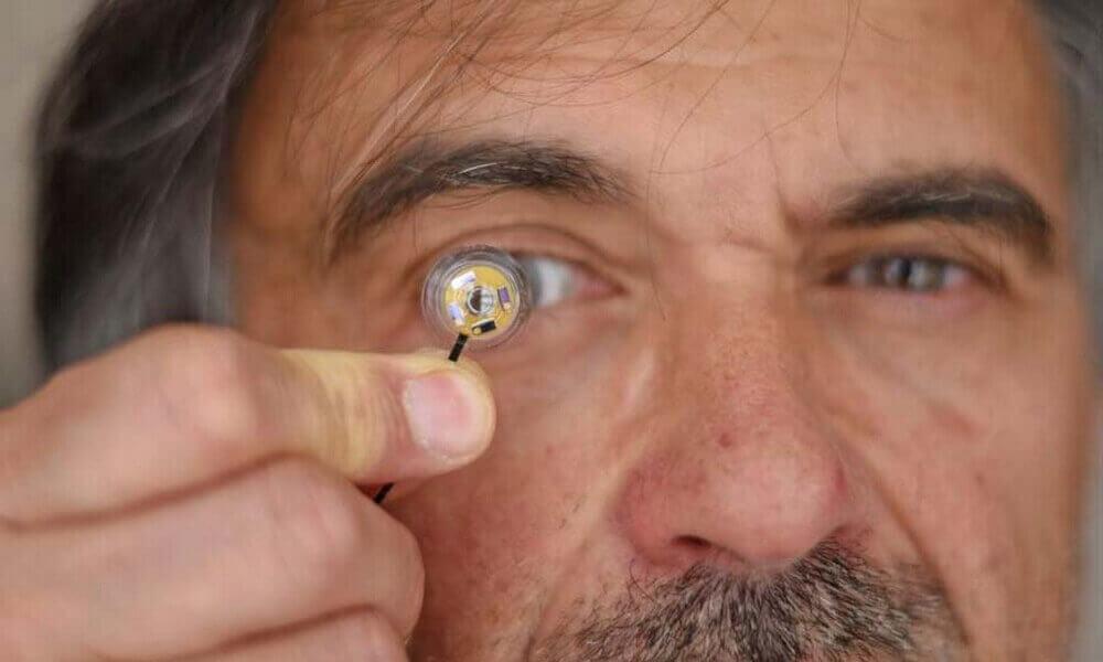 У Франції створили «розумну» контактну лінзу зі гнучкою мікро-батареєю