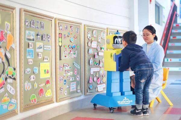 У дитсадках Китаю за здоров'ям дітей стежать роботи