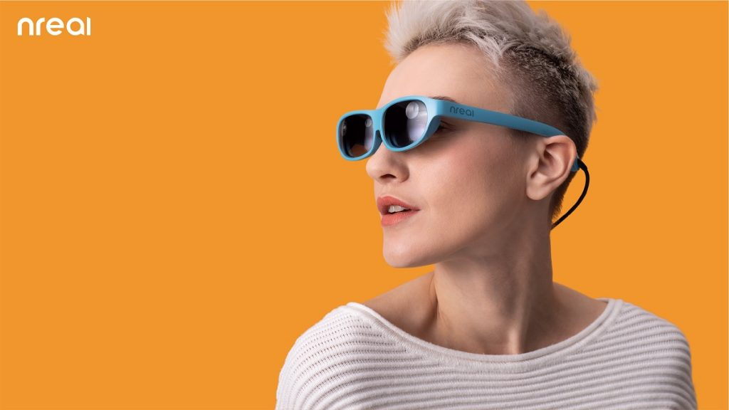 Китайська компанія створила AR-окуляри, які легко сплутати із сонцезахисними