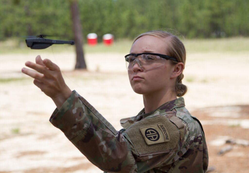 Американські військові отримають міні-дрони, що поміщаються до кишені