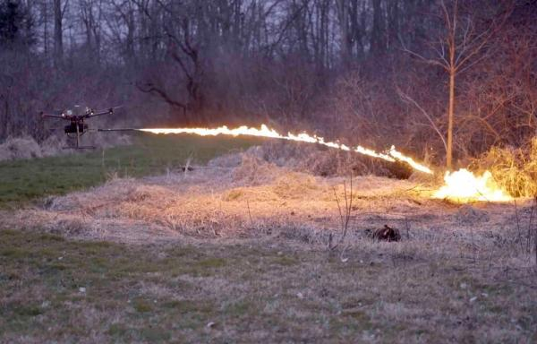 Дрон-вогнемет — найкраща зброя, щоб вберегтись від зомбі