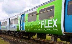 Технології У Великобританії залізничною колією вперше проїхав потяг на водні британія новина транспорт у світі
