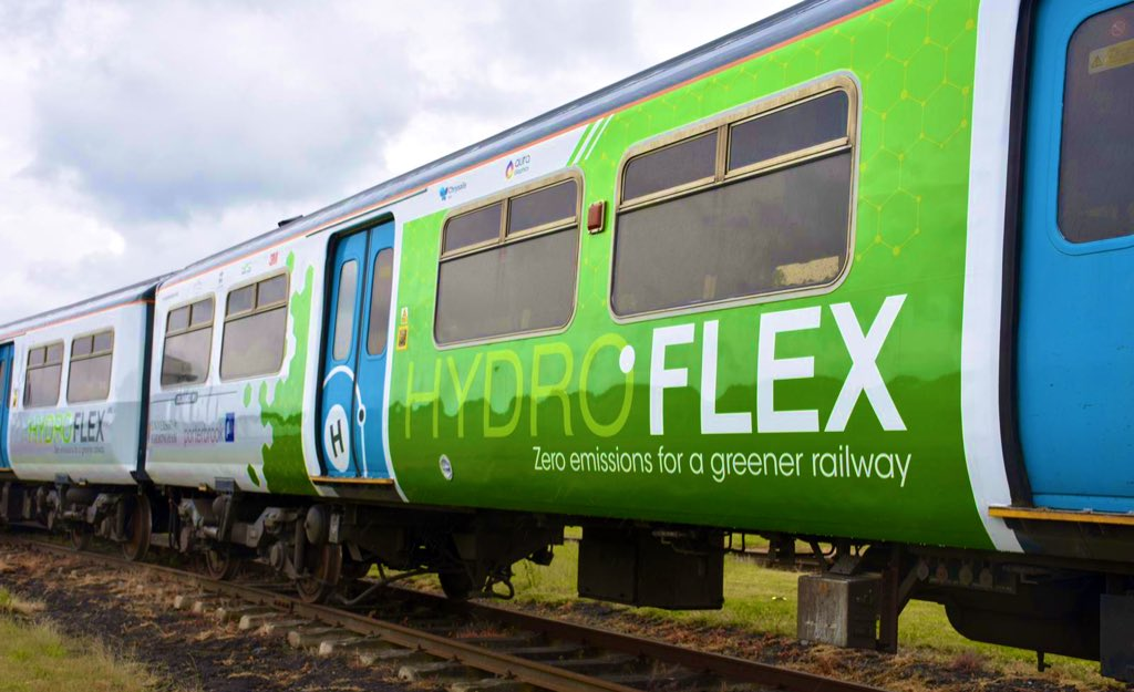 У Великобританії залізничною колією вперше проїхав потяг на водні