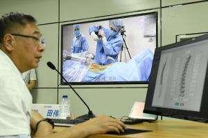 Технології Китайські лікарі провели дві дистанційні операції за допомогою 5G та роботів 5gкнрмедицинановинау світі