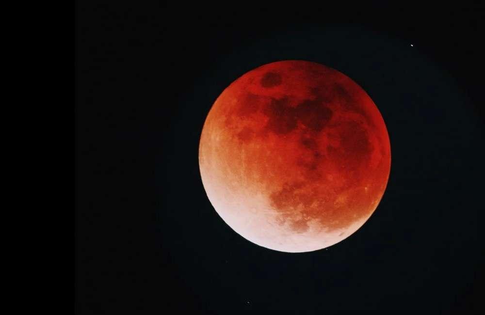 Місячне затемнення 16 липня 2019: коли і де побачити та чому воно червоне