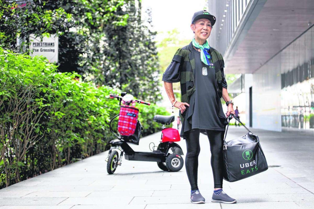 У японському Uber Eats їжу доставляють пенсіонери