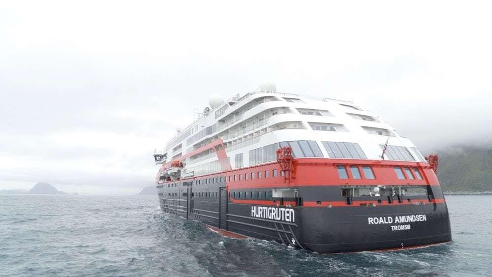 Водами Норвегії курсує гібридний круїзний лайнер з акумулятором