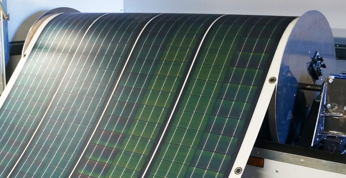 Нові сонячні панелі можна скрутити у рулон та обшити ними будинок