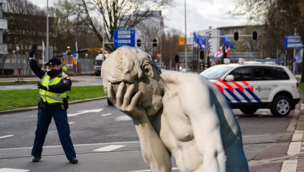 Нідерландські поліціянти розіслали sms із посиланням на порно