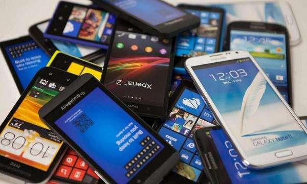 Три причини, чому не можна користуватись смартфоном одразу після сну