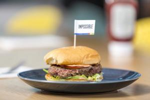 Життя У супермаркетах США дозволили продавати штучне м'ясо Їжа новина сша у світі