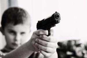 Життя Лента за лентою: чи потрібна Україні легалізація короткоствольної зброї? безпека думка зброя поліція сша у світі україна