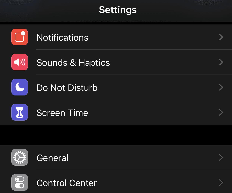 Темний режим в iOS 13 на iPhone