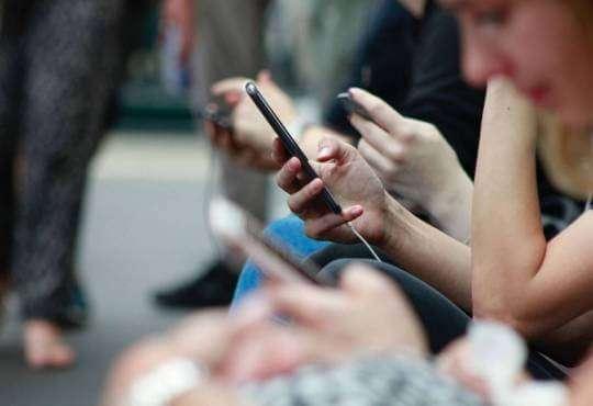 Життя Телефон – це інструмент. Як приділяти більше часу реальному життю здоров'я поради смартфони стаття