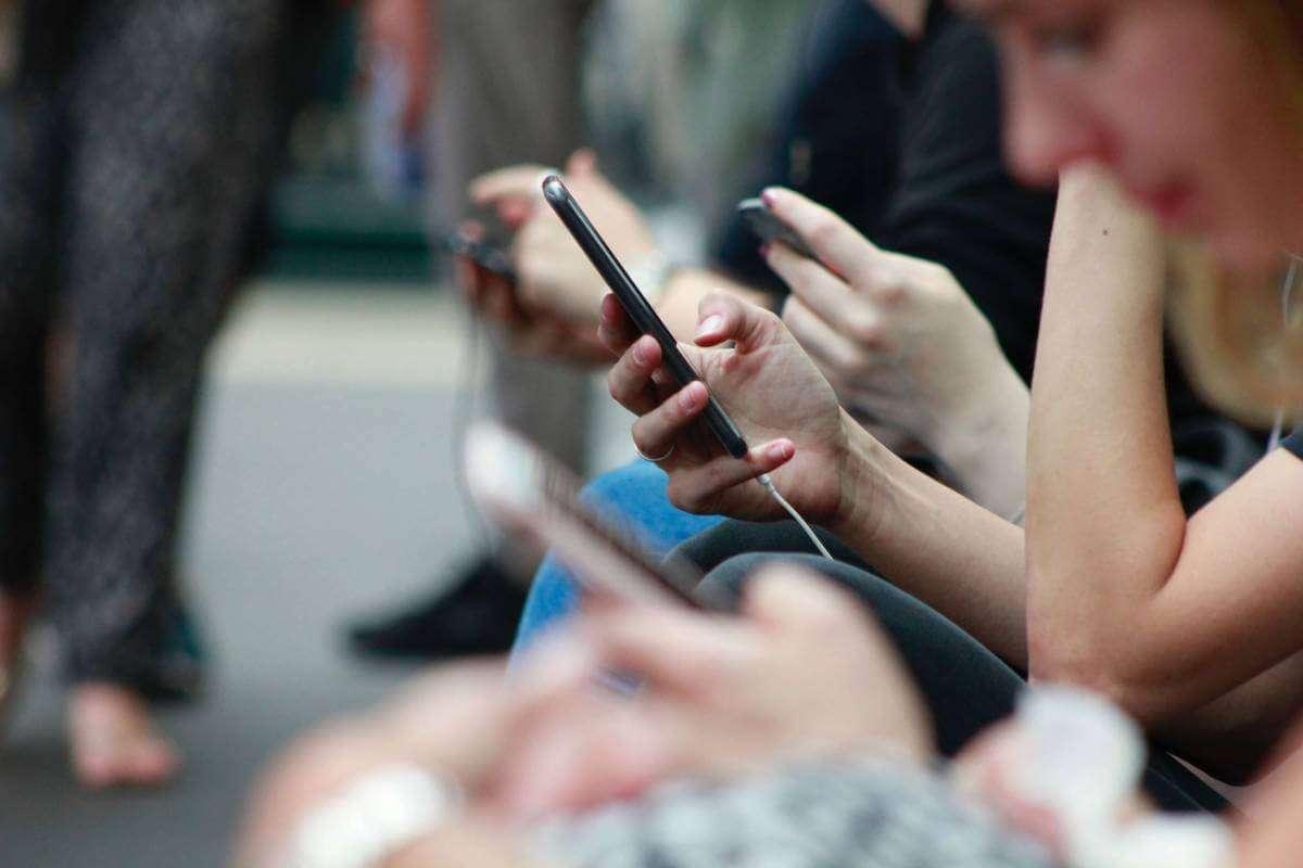 Телефон – це інструмент. Як приділяти більше часу реальному життю