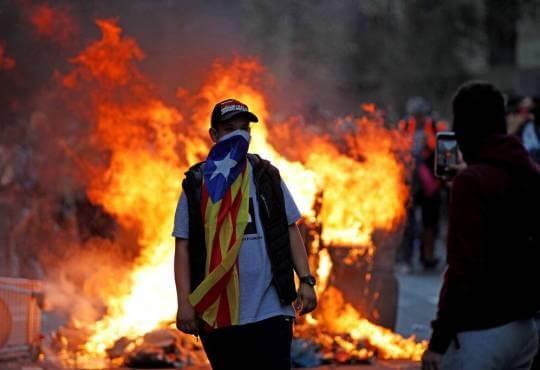 Життя Онлайн-сепаратизм: як каталонці координують протести через Telegram telegram безпека Іспанія месенджери протести