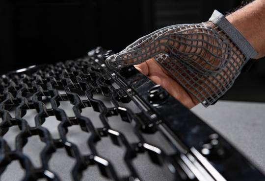 Технології У Jaguar виготовили рукавичку, яка захищає робочих від травм 3d безпека Організація роботи у світі