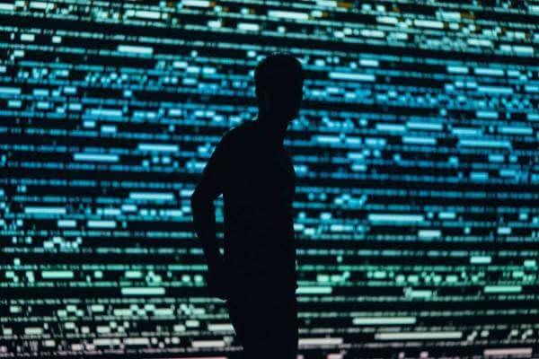 Google забороняє stalkerware — програми для стеження за смартфонами