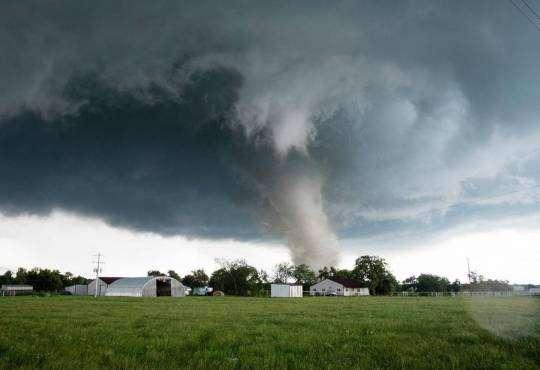 Життя Чому в США так багато торнадо? (відео) embed-video відео катастрофа сша