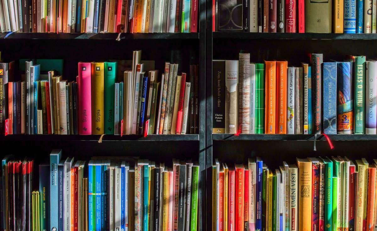 Що почитати на свята? Українські книжкові новинки