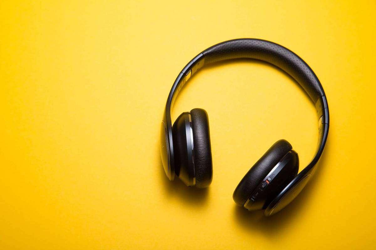 Історія та міфи про шкоду навушників