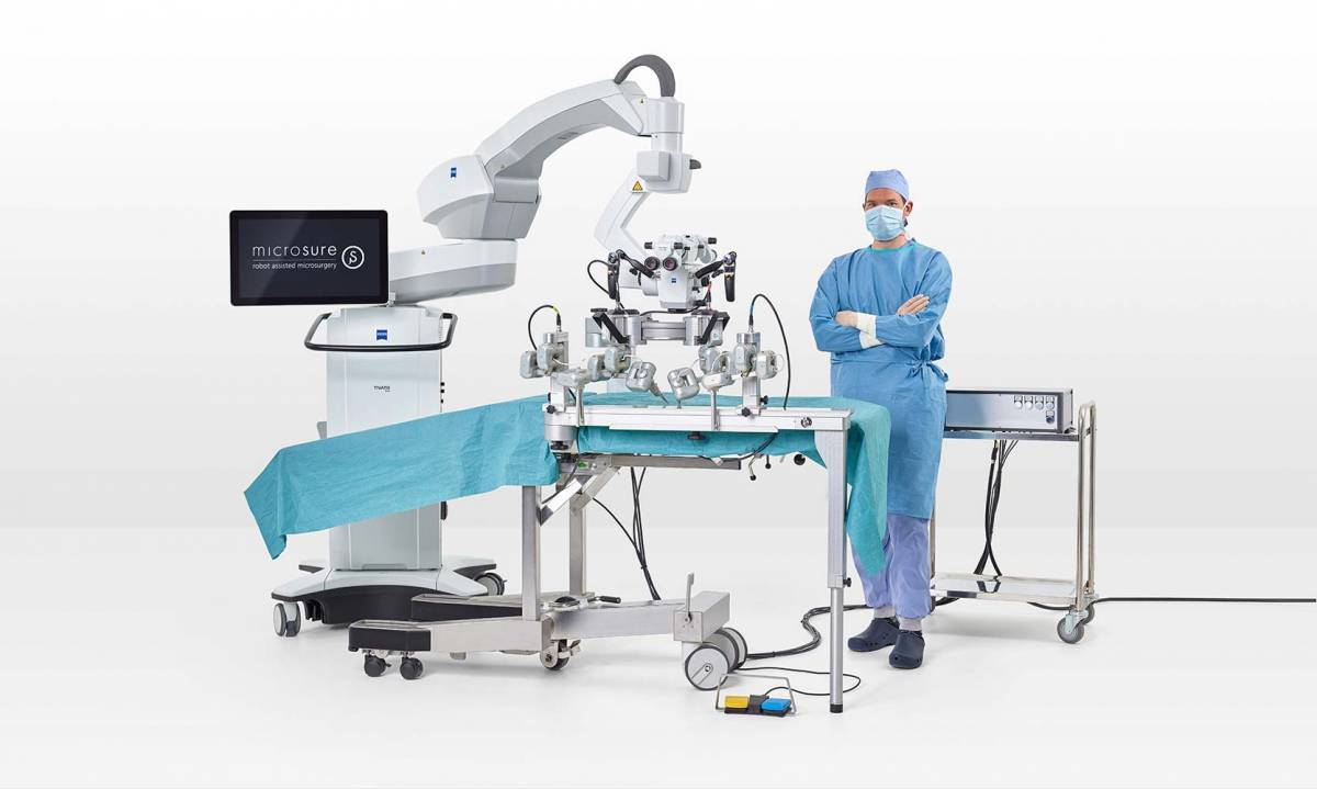 Як працює перший у світі робот для супермікрохірургії