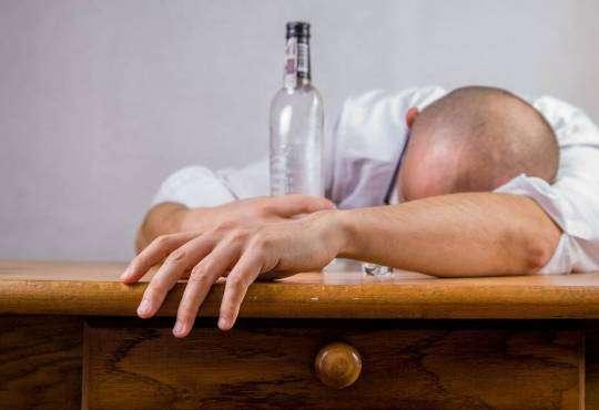 Життя Вчені винайшли спосіб послаблювати непереборну тягу до алкоголю дослідження здоров'я мозок стаття