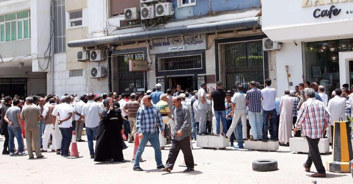 Черга до банку в Тріполі