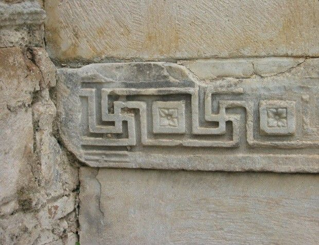 Візерунок свастики в храмі Адріана в Ефесі