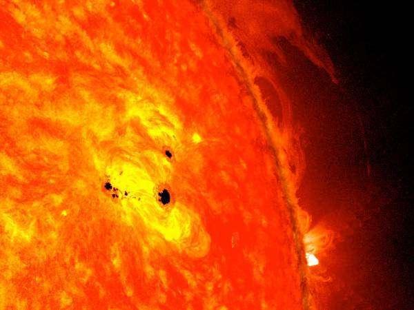 """Як наше Сонце """"допомагає"""" в дослідженні далеких зоряних систем?"""