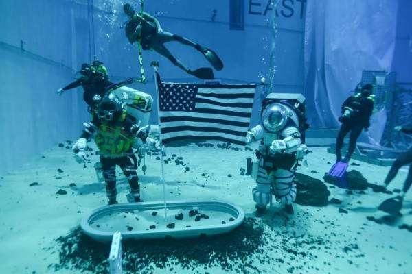 NASA розробляє п'ять нових моделей скафандрів для польоту на Місяць