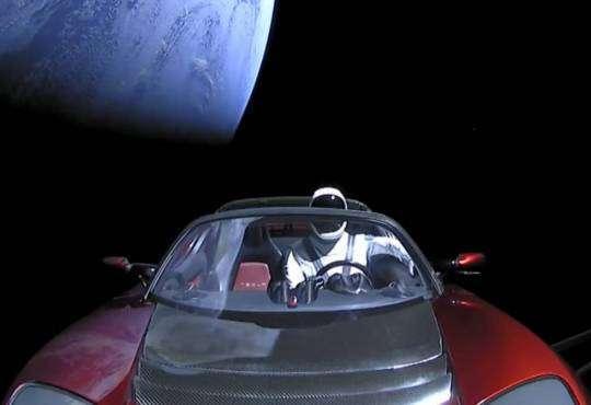Технології Запущена в космос Tesla досягла орбіти Марса tesla ілон маск космос новина