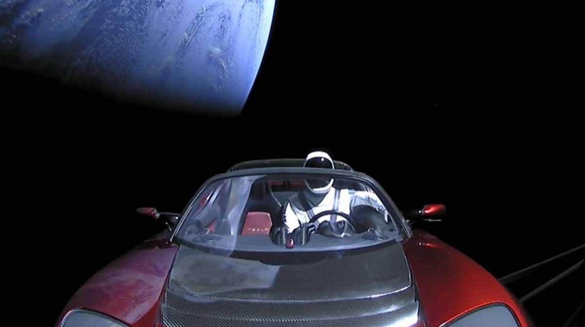 Запущена в космос Tesla досягла орбіти Марса