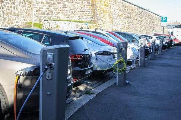 Електромобілі та реальність: чому поки не варто забувати про звичайні авто