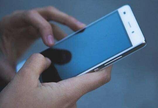 Технології Чому ми так багато користумося телефоном? Це як азартні ігри та героїн разом узяті смартфони соцмережі стаття у світі