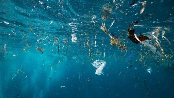 Як очистити воду від мікропластику