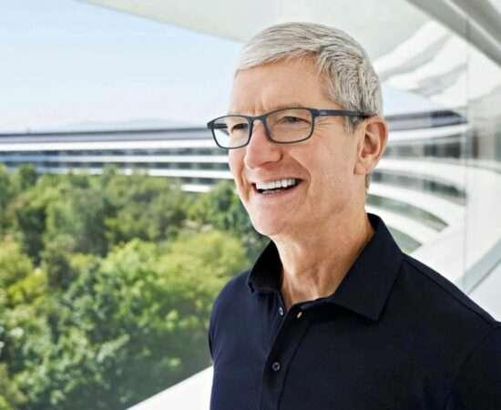 Життя Постачальників Apple звинувачують у використанні примусової праці apple китай новина у світі