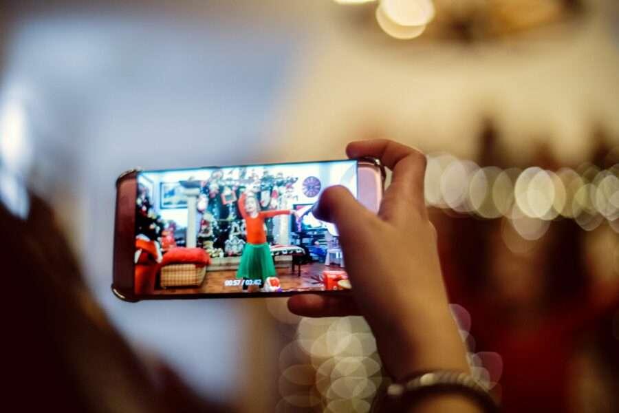 Настрій, вік, стать та характер: що ще розпізнають акселерометри у смартфонах
