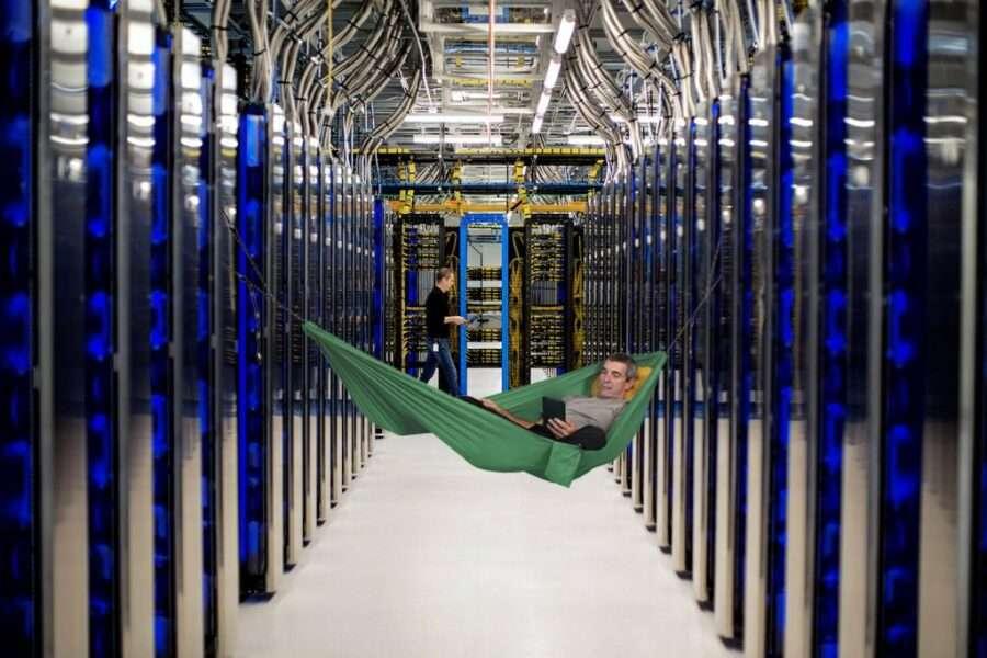Працівники Microsoft спали в датацентрах під час локдауну