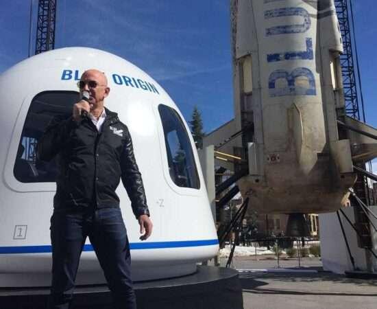 Життя Засновник Amazon Джефф Безос вирушить у перший пасажирський космічний політ amazon космос новина