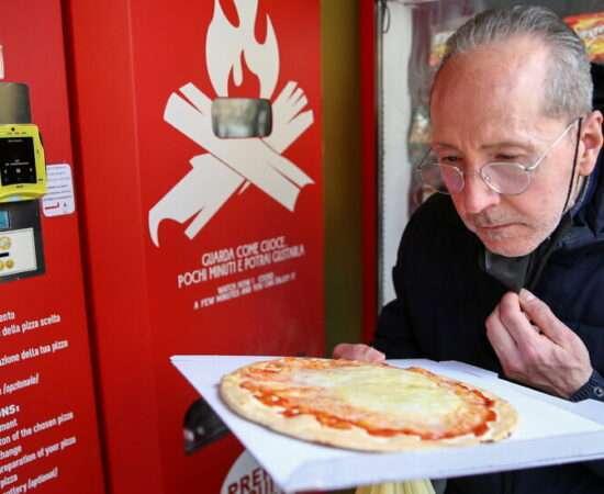 Життя У Римі відкрили перший автомат з продажу піци італія Їжа новина у світі