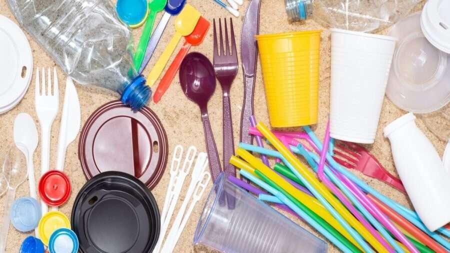 В Індії заборонили виробництво й використання маркованих одноразових пластикових виробів