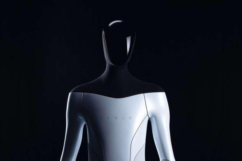 Маск анонсував людиноподібного робота Tesla Bot