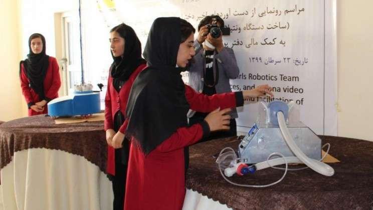 Афганська жіноча команда з робототехніки намагається залишити підконтрольну талібам країну