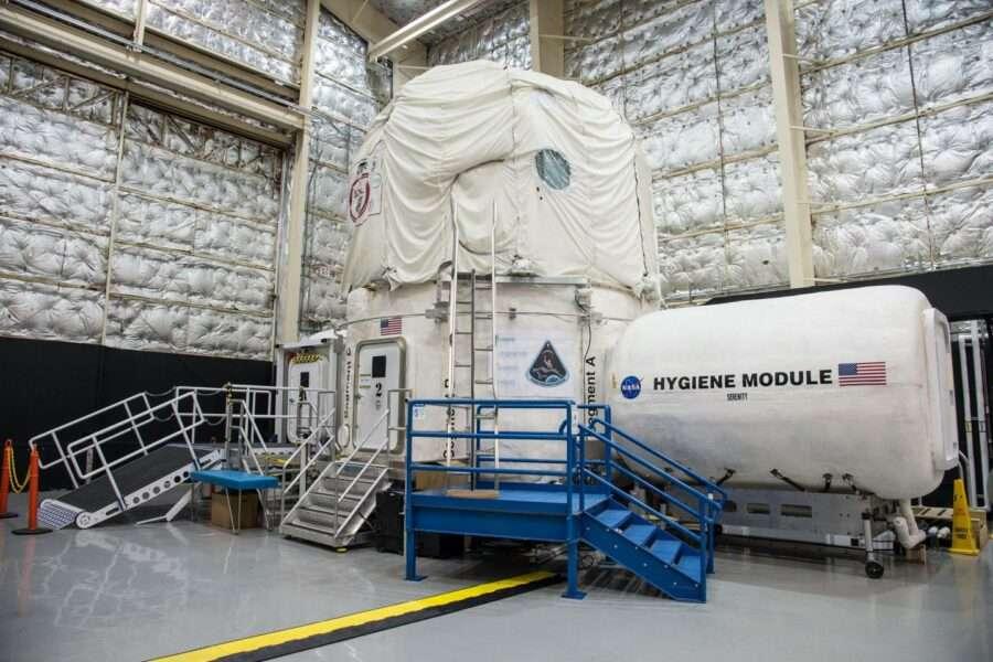 Четверо добровольців 45 днів житимуть в симуляції польоту на Фобос, один із супутників Марса